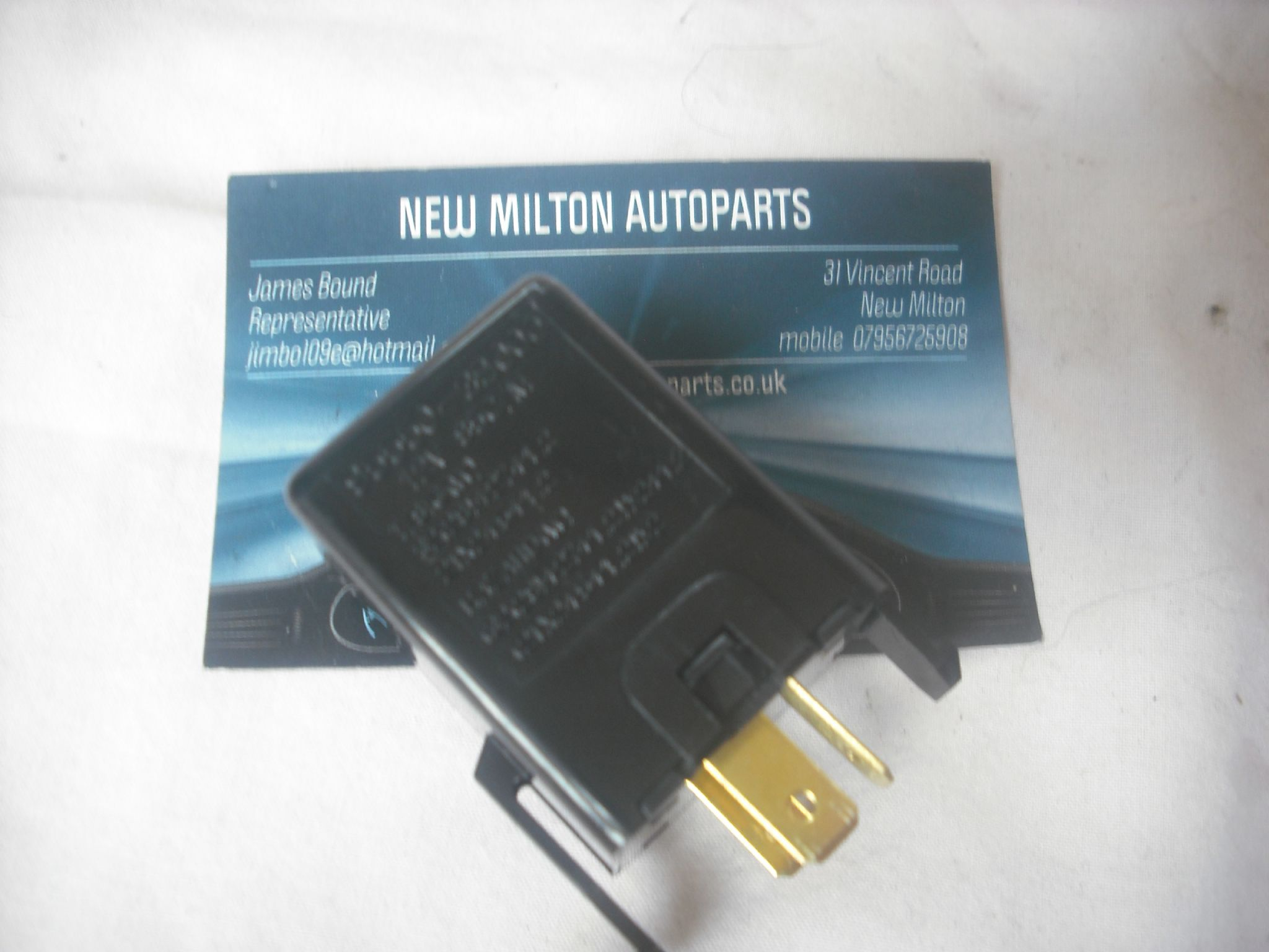 A GENUINE HYUNDAI MATRIX INDICATOR FLASHER RELAY 95530-39000 12V 85C/M