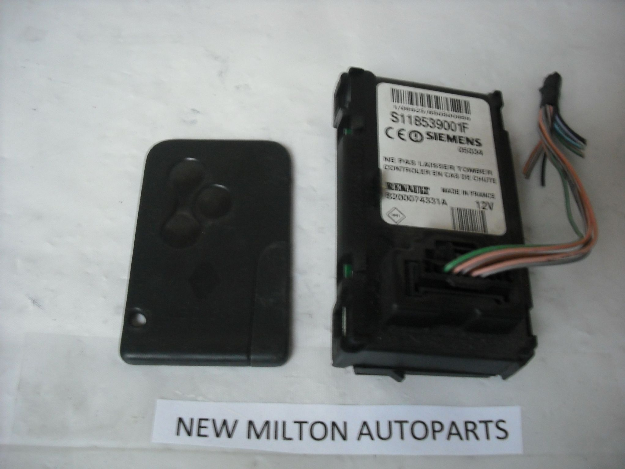 SORRY OUT OF STOCK                         RENAULT MEGANE IGNITION KEY CARD  AND READER SIEMENS S118539001F